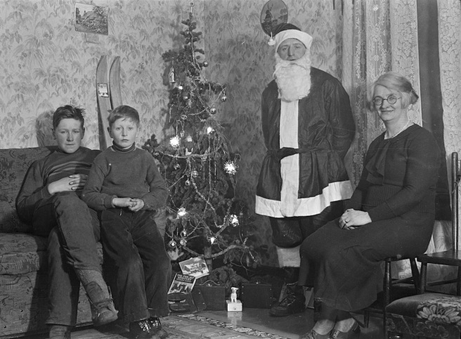 'Schofield family Christmas.' A Snowball might have helped. Credit: Wikimedia Commons.
