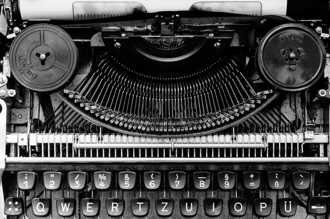 book-reviews-typewriter-header